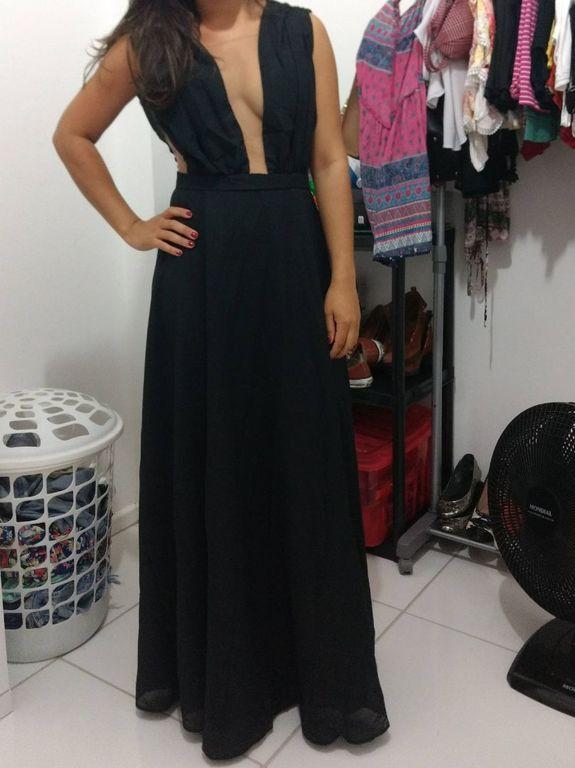 Vestido De Gala Longo Preto Com Decote Cavado Na Frente E