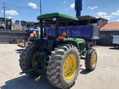 Trator John Deere 5600 4X4