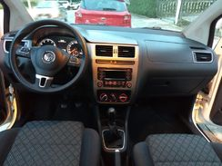 Volkswagen Fox 1.0 MPI Trendline (Flex) 2015