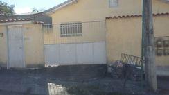 Alugo Casa com Garagem no Centro de Itaboraí.