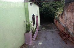 Vendo Casa com Loja na Frente e Terreno nos Fundos