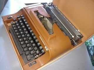 Resultado de imagem para máquina de escrever