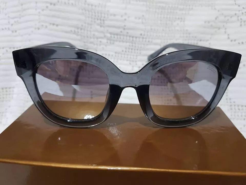 Óculos de Sol Feminino Armação Preta Espelhado Gucci - Desapega 2d0e49c9bb
