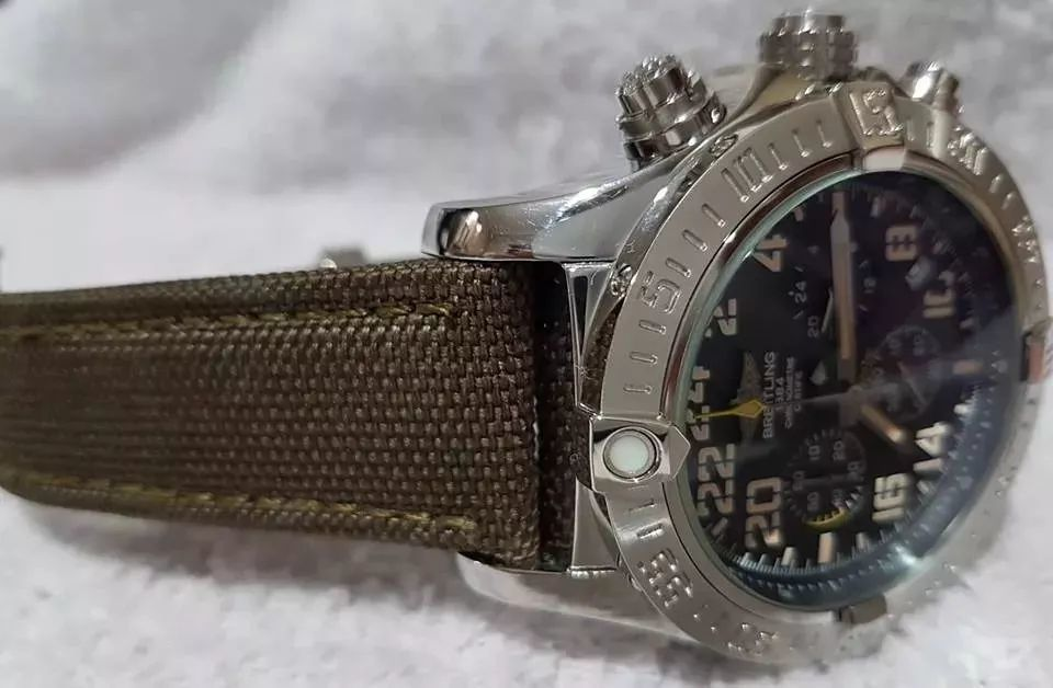 fdb45b4e03a Relógio Modelo Avenger Breitling Verde Militar Caixa Prata - Desapega
