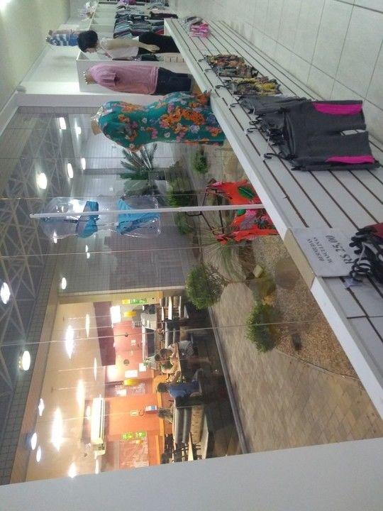 f8f0d9d1f Vendo Loja Completa com Móveis e Roupas - Desapega